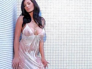 Kendall Rayanne Wears Her White Dress In the Shower