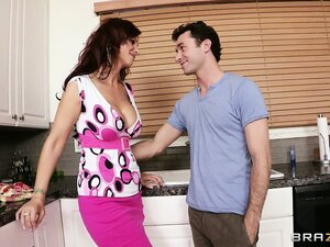 James Deen takes proper care of a sexy MILF's pussy with his tongue