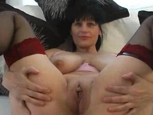 Big breasted mature slut shows and gapes her cunt