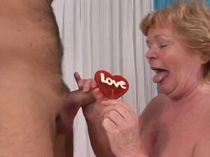 Sex hungry granny lady getting fucked in the ebedroom