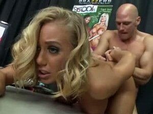 Nicole Aniston blonde babe got throbbed hard