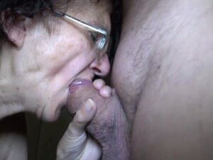 Granny suck a small cock on the floor