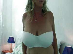 Granny with big tits in pantyhose