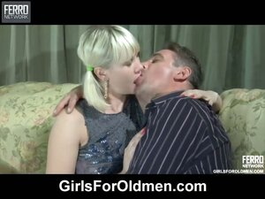 Ponytailed blondie kissing with an older dude and letting him fuck her pink