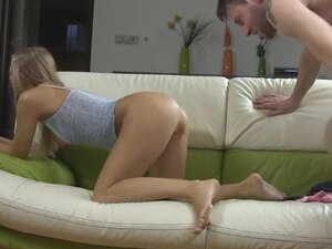 His thick cock takes her hymen in virgin video