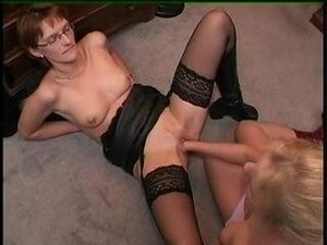 Lesbian fisting with two hot ladies