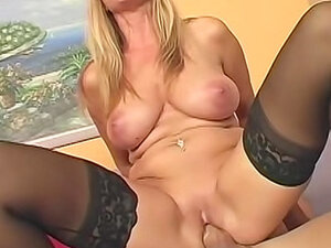 Big boobs mom Nicole Moore laid