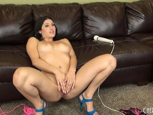 Christina Heart brings herself to a orgasmic ending and sits for a chat