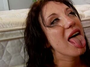 Amy Brooke like to drink the warm cum of hot guy