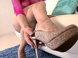Incredible Footjob From Sexy Blonde Maya