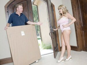 A wife with big bazookas lets the delivery guy into her house and her holes